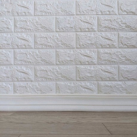 Самоклеющийся гибкий плинтус (багет) белый 2400х80мм